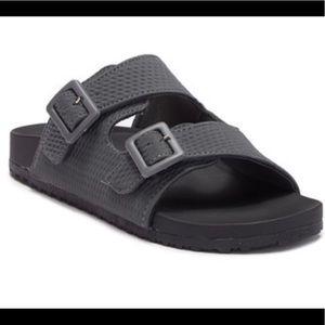 Madden Girl Chase bukel slide sandals size 6
